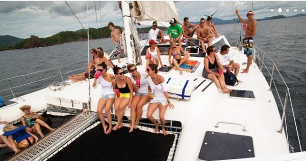 guests enjoyinf Hibiscus Catamaran Sail Tours